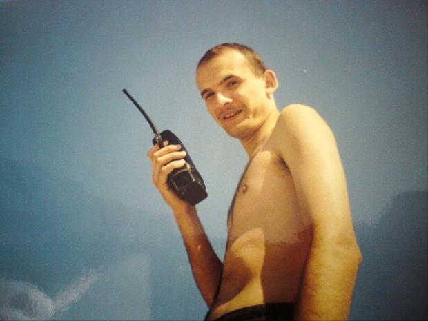 """A to ja z cegłą w połowie lat 90tych.. uwierzcie mi na słowo .. jestem nad """"Bałtykiem""""... ;-)"""