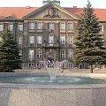Urząd miasta Bytomia #Bytom #urząd #fontanna #polska #woda #okna #prezydent #ratusz