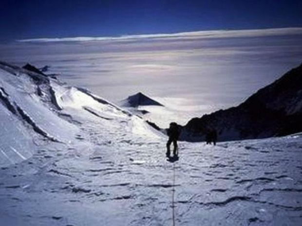Jedna z domniemanych piramid na Antarktydzie. (fot. Internet)