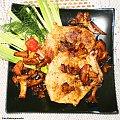 Kotlet schabowy z kostką smazony z kurkami. Przepisy do zdjęć zawartych w albumie można odszukać na forum GarKulinar . Tu jest link http://garkulinar.jun.pl/index.php Zapraszam. #KotletSchabowy #mięso #wieprzowina #kurki #grzyby #obiad