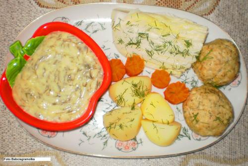 Pulpety drobiowo-kuskusowe z parowaru.. Przepisy do zdjęć zawartych w albumie można odszukać na forum GarKulinar . Tu jest link http://garkulinar.jun.pl/index.php Zapraszam. #pulpety #kuskus #drób #parowar #jedzenie #obiad #kulinaria #przepisy