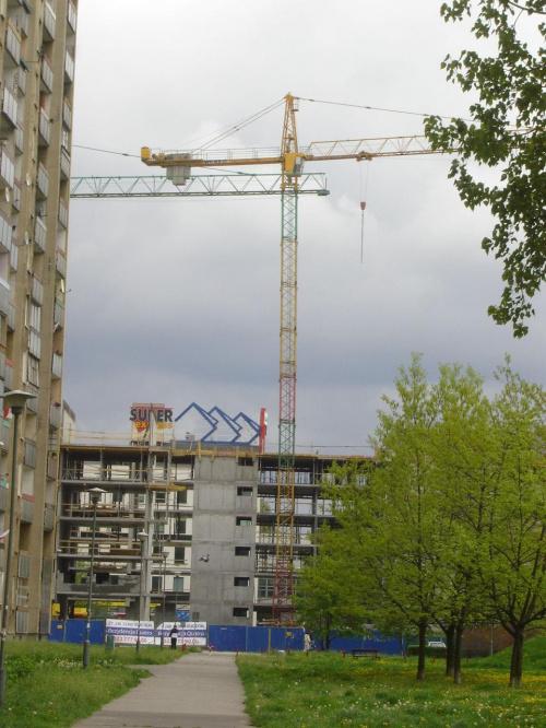 W jakim tempie teraz powstaje apartamentowiec w Warszawie. Myśleliśmy, że to będzie niskie, a tu już jest 5 pięter....