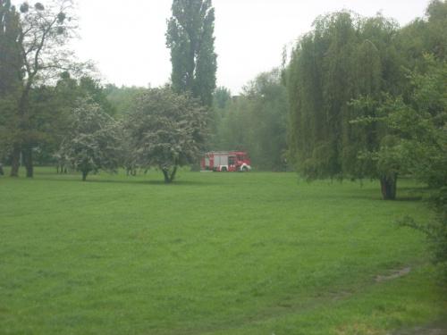21 maja 2010, godz 11:00 Straż pożarna w trakcie interwencji nad Oławką