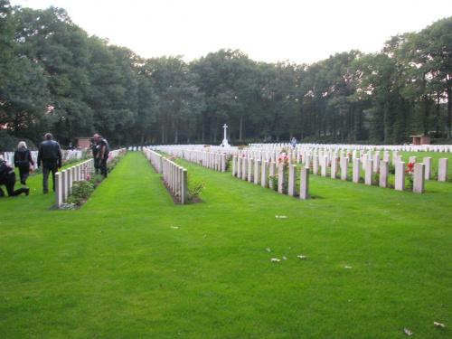 Groby spadochroniarzy na cmenarzu Osterbeek koło Arnhem #Driel #Baltussen #SosabowskiOsterbeek