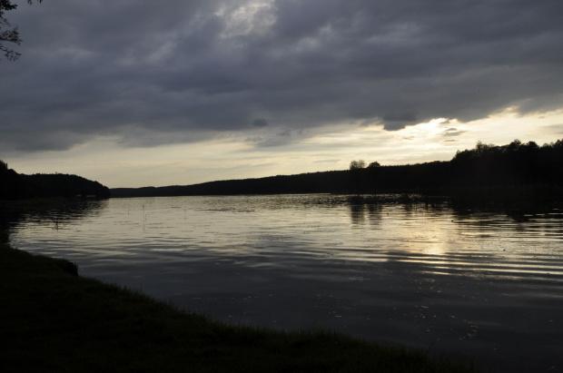 Jezioro wieczorem #Jezioro #Natura #przyroda #słońca #woda #zachód
