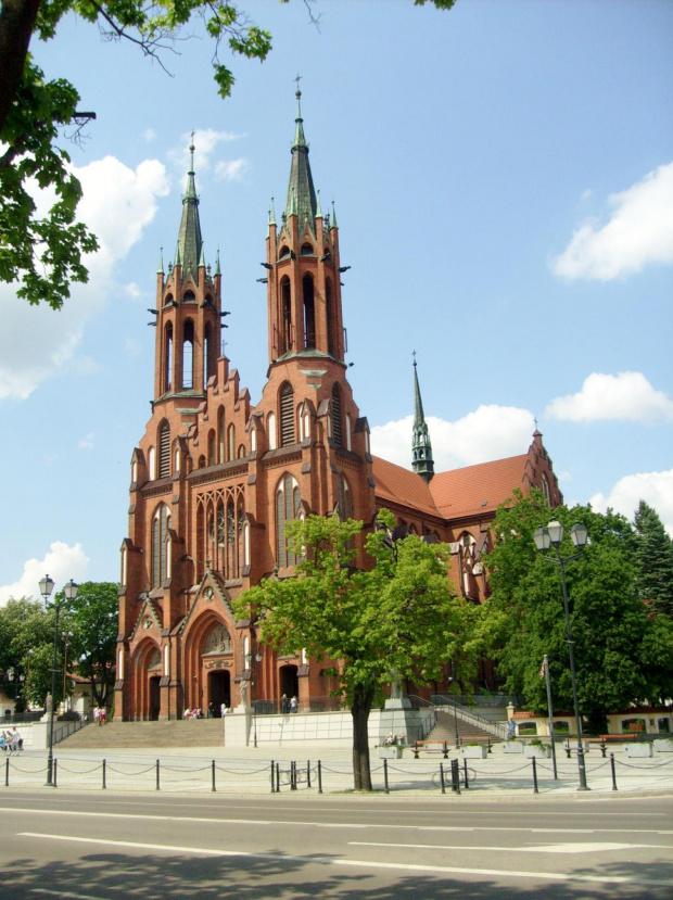 Fara - Katedra rzymsko-katolicka pw. Wniebowzięcia NMP w Białymstoku przy Placu Miejskim (okolice ul. Kościelnej i Legionowej). #białystok #CzerwonyKościół #fara #katedra #KościółNMPWBiałymstoku #podlaskie